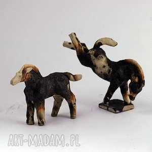 para stylizowanych koni - unikatowa rzeźba -obwara, koniki, figurki, prezent, obwara
