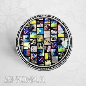BROSZKA Z MOZAIKĄ W SZKLE, srebrny, okrągła, broszka, nowoczesna, szklana, grafiką