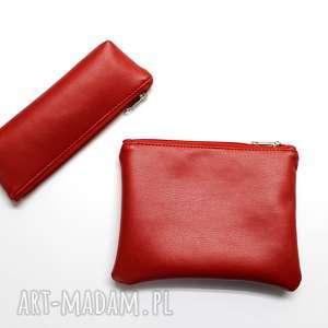 pomysł na świąteczne prezenty Zestaw piórnik i kosmetyczka - czerwony, elegancka