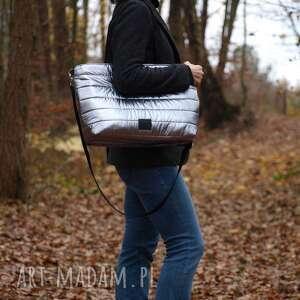 lekka i poręczna srebrna pikowana torba, torba, torebka, na ramię, duża