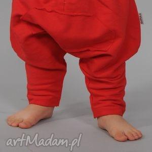 czerwone bawełniane spodenki z kangurką i ściągaczem, bawełna, czerwone, kangurki