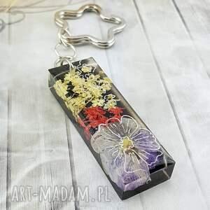 1175/mela - brelok do kluczy z żywicy kwiatami, brelok, kluczy, kwiaty