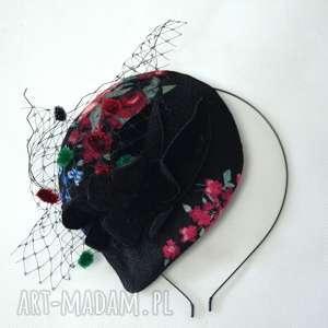 prezent na święta, kwiatowa dama, toczek, fascynator, welur, woalka, kwiaty