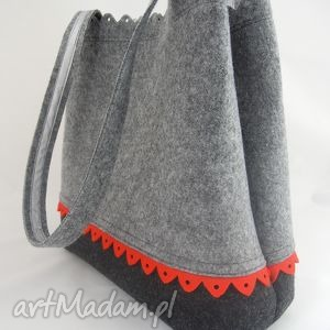 filcowa torebka z zakładkami i czerwoną falbanką, filc, folk, falbanka, zakupy