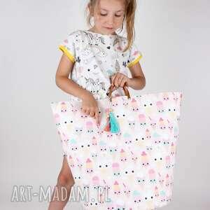 oryginalny prezent, pokoik dziecka ogromny pojemnik z lodami, pojemnik, lato, lody