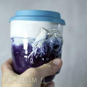 ceramika kubek niekapek w kolorze biało fioletowym z koniem 350 ml / 12 oz