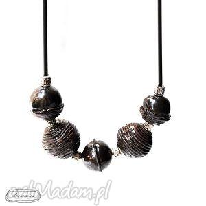 ceramiczne korale w kolorze gorzkiej czekolady - korale, biżuteria, ceramika