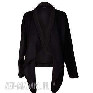 czarna narzutka z wełny, wełniana, dłuższe, narzutka, ciepła, naturalna, minimalizm