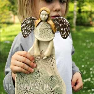 lipowy anioł ze złotymi skrzydłami, dla dziecka, prezent, chrzest