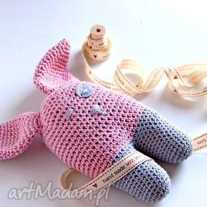 handmade zabawki leoś królik dziergany na szydełku