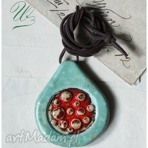 Łezka z czerwonym polem wisiorki wylegarnia pomyslow ceramika,