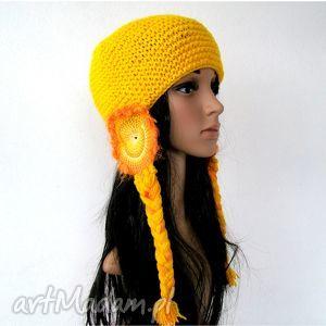 czapki żółta czapka z nausznikami i warkoczami, czapka, czapa, warkocze
