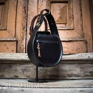 ręcznie wykonane na ramię czarna stylowa torebka do pracy z długim odpinanym paskiem