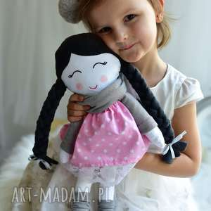 Lalka w warkoczach z szalikiem lalki ateliermalegodesignu lalka