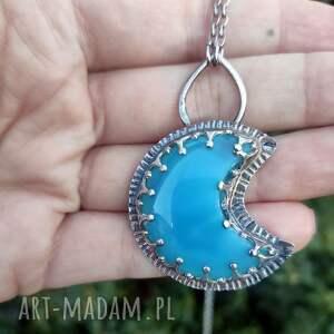piękny naszyjnik z niebieskim chalcedonem, srebrny naszyjnik, księżyc, chalcedon