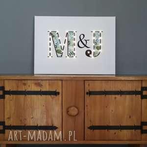 Prezent ŚWIECĄCE litery LED obraz 50x70 cm inicjały MONSTERA prezent dla pary ślubny