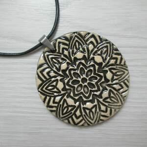 naszyjnik czarny ceramiczny, ceramiczny wisiorek, wisior, ceramika