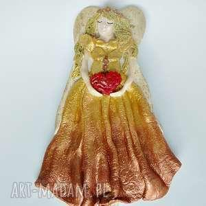 ręczne wykonanie pod choinkę prezent złoty anioł z czerwonym serduszkiem kolekcji
