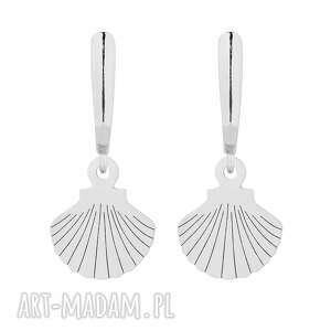 srebrne kolczyki z muszelkami - biżuteria, zapinane, srebro
