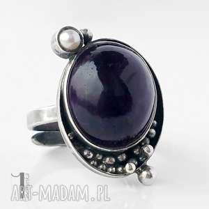 moor srebrny pierścionek z ametystem i perłą słodkowodną, srebro, metaloplastyka