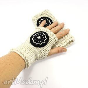 hand-made rękawiczki mitenki ecru z kołem