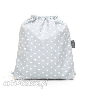 dla dziecka plecak worek przedszkolaka serduszka na szarym, mufka, ocieplacz