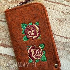 filcowe etui na telefon - kwiaty, smartfon, pokrowiec, róże, prezent
