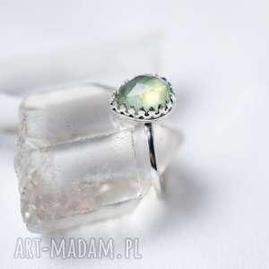pierścień z prehnitem, prehnit, srebro, wykwintny, królewski, prezent, minerał