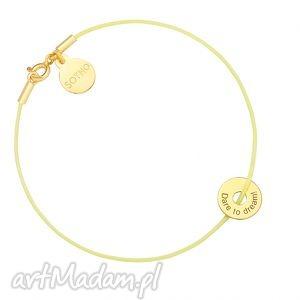 żółta pastelowa sznurkowa bransoletka z karmą dare to dream, bransoletka, złota