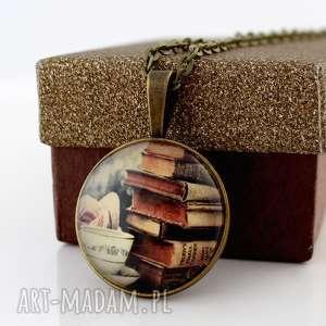 lume handmade książki - szklany medalion, wisiorek, naszyjnik