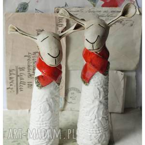 handmade ceramika owce w czerwonych szalikach