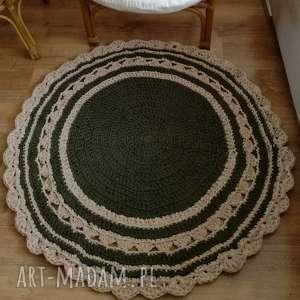 okrągły dywanik ze sznurka na szydełku - oliwkowo-kremowy