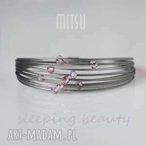 sleeping beauty, dla śpiącej królewny, delikatna, niewinna, róż, kryształki, subtelna