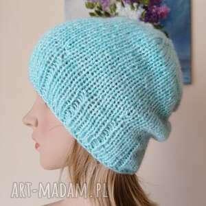 handmade czapki na lżejszą zimę, mleczne błękity