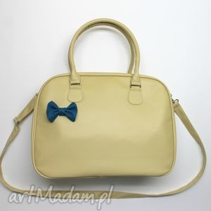 Kuferek weekend - beż i niebieska kokardka na ramię torebki
