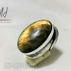 pierścionek wykonany ze srebra z kamieniem labradoryt unikat rękodzieło