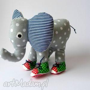 słoń w trampkach, słoń, trampki, dziecko, zabawka, maskotka