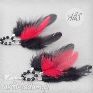 Czerwono czarne piórka - ,piórka,czerwone,czarne,kolczyki,długie,wiszące,