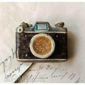 ręczne wykonanie broszki broszka aparat fotograficzny