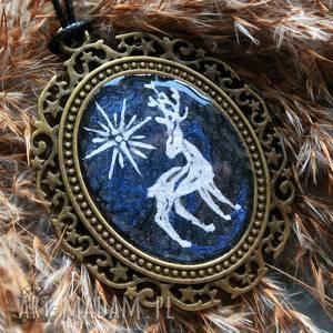 hand-made wisiorki patrunus - metaliczny amulet z żywicą