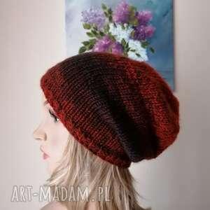 czapki rudości w ciemnym brązie, rękodzieło, bezszwowa czapka na druta