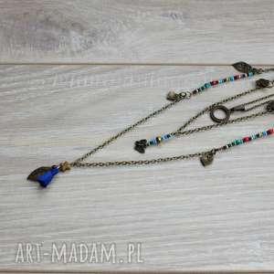 kolorowy kaskadowy naszyjnik z łańcuszków, chwosty, zawieszki, koraliki, łańcuszki