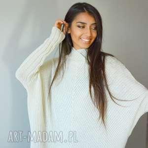 sweter damski szeroki z golfem nietoperz ecru, dzianina, eko, ponczo