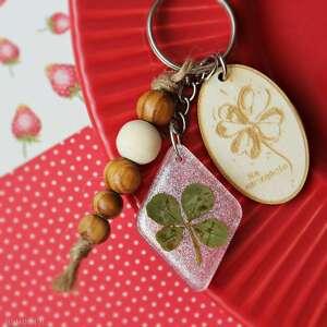 świąteczny prezent, czterolistna koniczynka, koniczyna