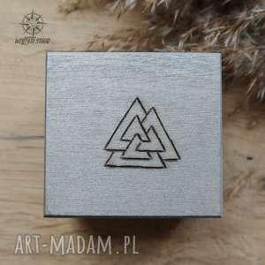 ręcznie malowane drewniane pudełko valknut - srebrne - valknut, runa, pudełko