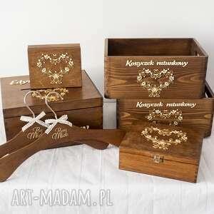 zestaw drewnianych ozdób na ślub, pudełko koperty, obrączki