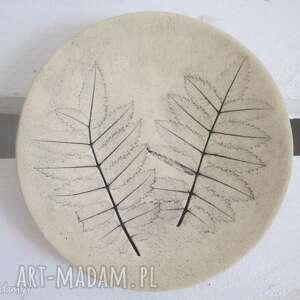 ceramika malutki talerzyk z listkami, fusetka, podstawka, roślinna