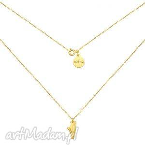 złoty naszyjnik z butem sportowym dla biegaczki, modny, kobiecy, minimalistyczny