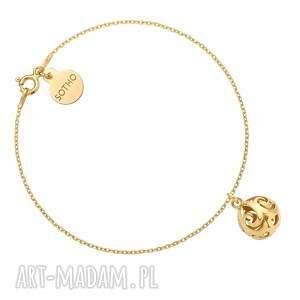 złota bransoletka z kulą - pozłacana, ażurowa, zawieszka