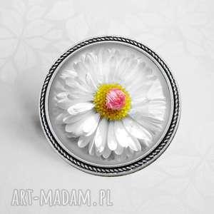 Prezent Broszka DAISY, broszki, modna, trendy, kwiat, romantyczna, prezent